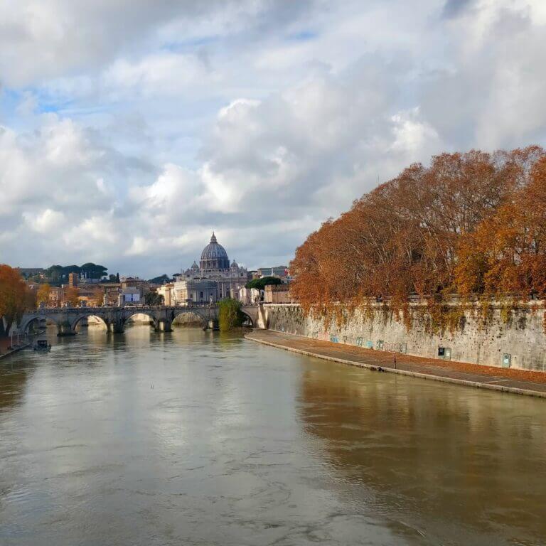 Efterårsferie i Rom Tiberen med efterårsfarver