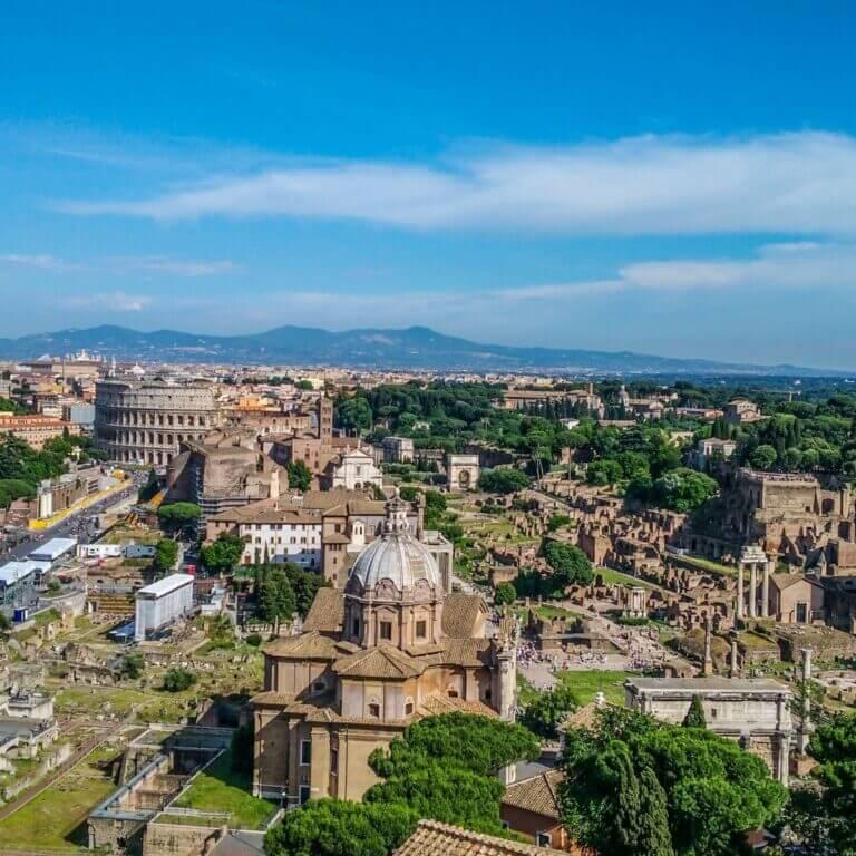 Sommerferie i Rom Udsigt over Forum Romanum Colesseum