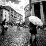 Piazza della Rotonda ved Pantheon i regnvejr - Sort-hvid billede